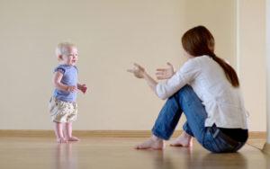 Когда ребенок стоит без опоры