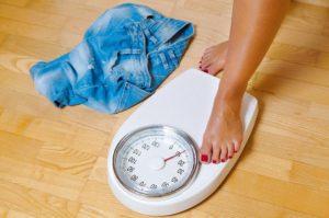 При месячных набор веса