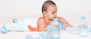 Когда начинать поить ребенка водой