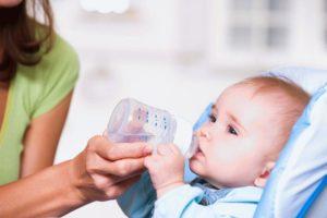 Ребенок грудной не пьет воду
