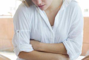 Болит низ живота как при месячных при менопаузе