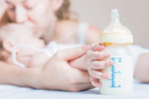 Можно ли одновременно давать грудное молоко и смесь