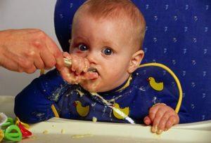 Почему ребенок в 6 месяцев не ест прикорм