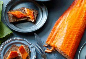 Можно ли кормящей маме кушать копченую рыбу