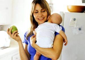 Можно ли яблоко кормящей маме в первый месяц
