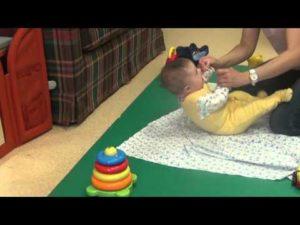 Упражнения для держания головы у младенцев