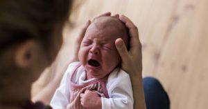 Малыш плачет без видимых причин