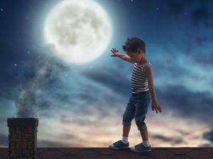 Ребенок ходит во сне ночью