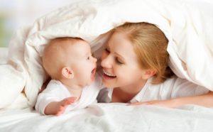 Когда новорожденный начинает узнавать маму
