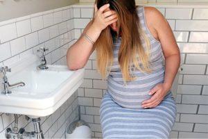 Можно ли сильно тужиться при беременности в туалете