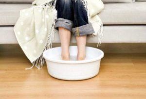 Когда ребенку можно парить ноги