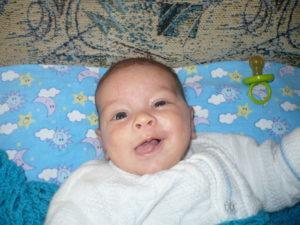 Когда младенцы начинают осознанно улыбаться