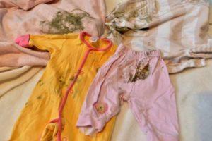 Как отстирать детские вещи от кала