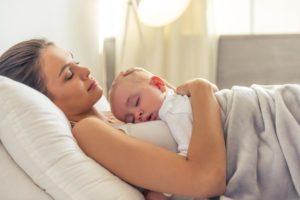 Ребенок спит долго после родов