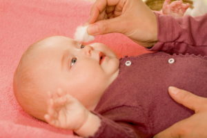 Как ухаживать за глазами новорожденного