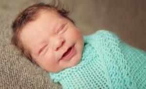 Когда малыши начинают улыбаться осознанно
