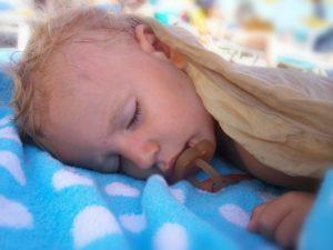 Голова потеет во сне у грудничка
