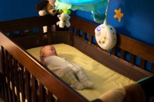 Как укладывать младенца спать в ночь