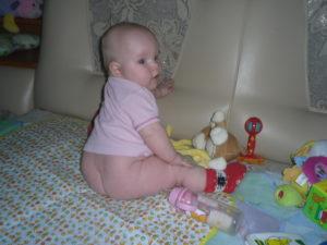 Ребенок в 5 месяцев сел