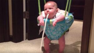 Ребенок 5 месяцев срыгивает фонтаном