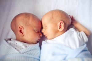 К чему снится беременность и роды двойни