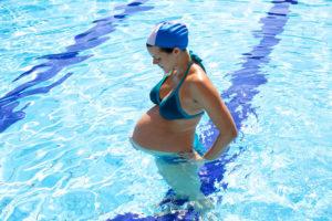 Можно ли во время беременности ходить в бассейн