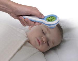 Как новорожденному мерить температуру ртутным градусником
