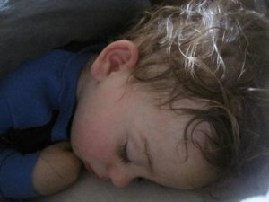 Потеет голова у ребенка 2 года
